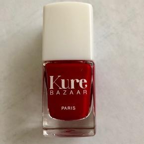 Lækker økologisk neglelak fra KURE bazaar.  Trend farver og god påføringspensel.  INGEN GIFTSTOFFER.  Farve: Mademoiselle K