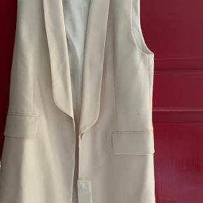 Hvid/beige blazervest fra Arket. Aldrig brugt (stadig prismærke på).