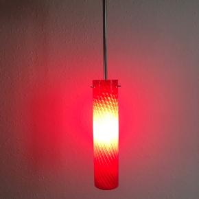 To identiske hængelamper.  Køb samlet 150 kr.  De fremstår som nye.