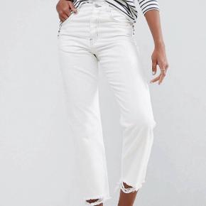 Hvide jeans/bukser. Str. 28/32.