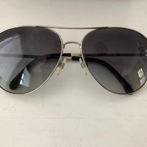 Gode klassiske solbriller fra Chanel, ikke nogle tegn på brug.