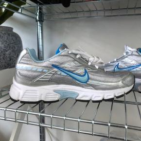 Nike initiator. Lidt små i størrelsen så de passes af en str. 40