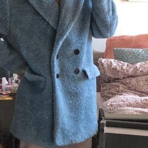 Zara frakke Str large, men svarer til medium 💜 Byd #30daysellout