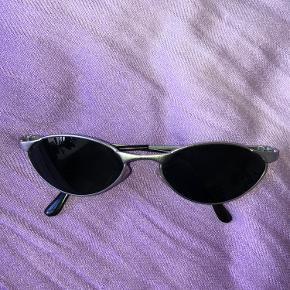 Vintage solbrille med sort glas 🖤