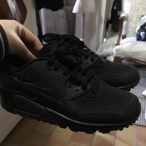 Nike air max, 24 cm, står dog 38,5 i skoene. Aldrig brugt.