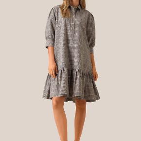 Second Female kjole eller nederdel