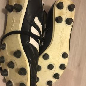 Fodboldstøvler Ikke brugt meget  Str 42 Bytter ikke