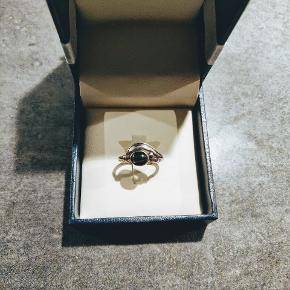 Sølvring med månesten 🌒  1,7 cm i diameter.  Byd🌟 ( æske medfølger ikke ).