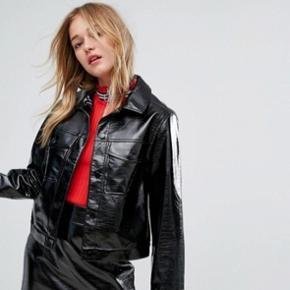 Sælger denne næsten helt nye jakke, kun brugt meget få gange   Sendes gerne gennem ts