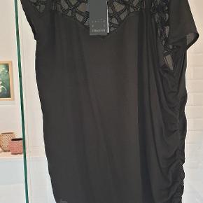 Skøn asymeteisk kjole. Nypris 1300,-