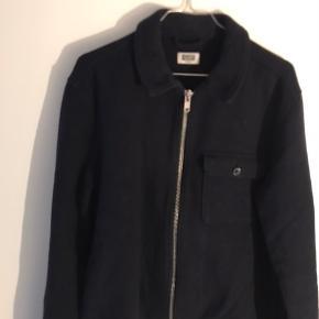 Lækker weekday jakke  Snup den for 150  Kan afhentes på Frederiksberg eller sendes