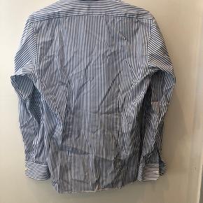🍁🍂Gratis fragt i efterårsferien🍂🍁  Pæn skjorte fra SAND, brugt 1 gang. Str 38 Np 999kr