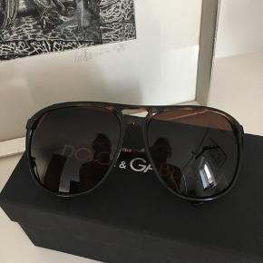Fede aviator solbriller. Aldrig brugt. Et fejlkøb til min kæreste