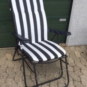 Retro havestol i blå og hvid  Positionstol  Med Patina men stadig rigtig fin og lækker  Kan eventuelt leveres i Esbjerg mod mindre beløb