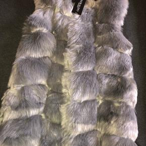 35ae4c88020e Flot faux fur vest fra Veraldo. Str M. Passer xs s m
