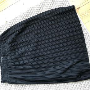Knælang nederdel fra Vero Moda