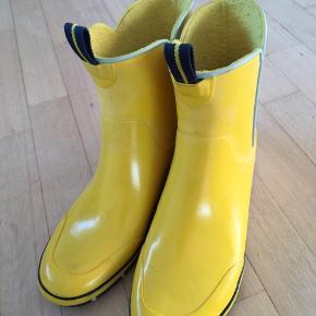 Tretorn Andre sko & støvler, Aldrig brugt. Middelfart - Gule Tretorn gummistøvler, god kvalitet desværre købt for små. Tretorn Andre sko & støvler, Middelfart. Aldrig brugt, Er måske blevet prøvet på men aldrig brugt. Ren men ikke vasket. Ingen mærker eller skader
