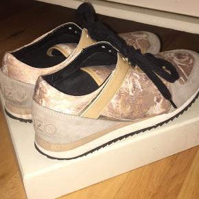 5cb7348fcbed Sælger disse kenzo sneakers da jeg ikke får dem brugt længere