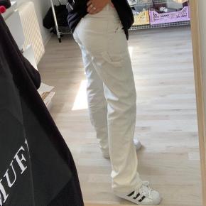 Sælger disse Carrie bukser fra weekday i en str. 36 da jeg ikke før dem brugt mere. De er kun brugt et par gange og er derfor i rigtig flot stand.  Tager imod bud