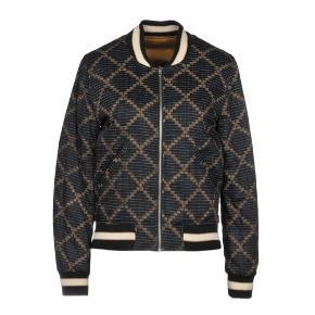 Sælger denne isabel marant jakke i str 36. Der er ingen tegn på slid. Det er en to i en jakke og kan derfor vende sig. BYD