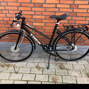 """Lækker TREK dame cykel, str 50cm.28"""" dæk Har været brugt max 10 gange i sommerperioden. Har stået indendørs, og gør stadig. Har ikke været udsat for vinter/salt.  Nypris 7000kr"""