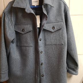 Rizzo jakken i den smukkeste blå farve Str xs/S  er oversized.