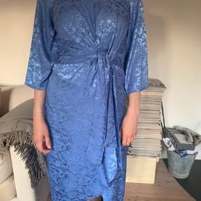 Smuk kjole fra YAS, perfekt til sommer 🌸☀️