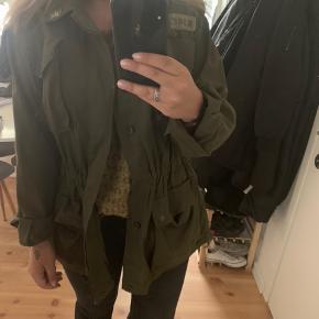 Vintage army jakke Størrelse S, oversize i størrelsen
