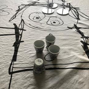 Diverse Poul Pava ting. 6 vandglasset. 2 krus. 2 termokrus. 4 æggebæger. Te kande. 8 skåle 2 af dem med brugsmærker.    20% rabat i uge 12 og 13 2019