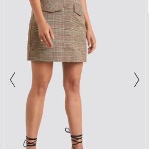 Byd på denne flotte ternede nederdel
