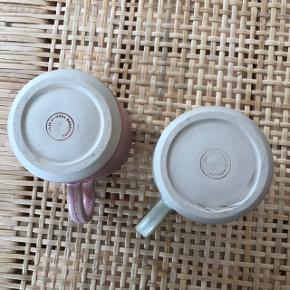 Super fine kopper fra danske Julie Damhus. Nypris var 275 kr. pr. stk. De er aldrig brugt og jeg sælger dem, da jeg desværre ikke får dem brugt. Sælges helst samlet. Bytter ikke.