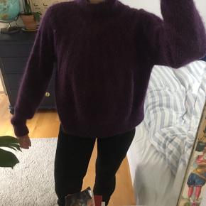 Sweater fra & Other Stories. Er brugt få gange, og vasket en enkelt gang, og fremstår derfor uden særlige brugsspor.  66% bomuld, 17%uld 17%alpaca