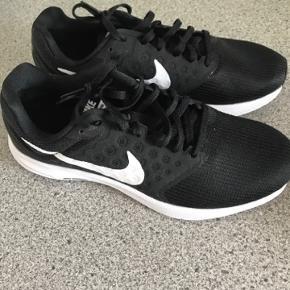 Rigtig fine nike sko i str 40.5