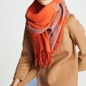 Super fint tørklæde med frynser i 100% uld. Aldrig brugt, kun prøvet på.  Måler 208x50cm. Nypris 1500kr.