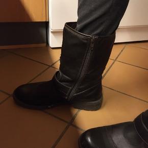 Støvler  Str. 39  Okay stand.