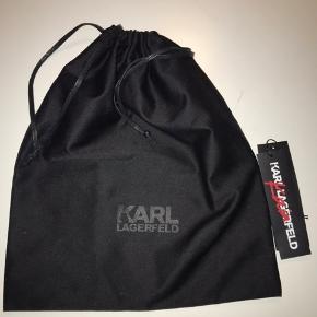 Det er en utrolig fin taske, som jeg dsv ikke har fået brugt særlig meget så håber der er en som kan få større glæde af den.<3