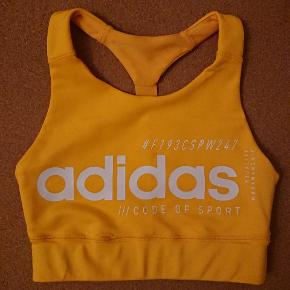 Ny Adidas sports bh / træningstop. Prøvet på en enkelt gang.