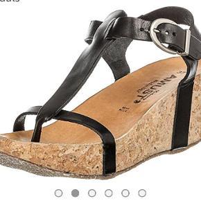 Smarte sandaler fra amust. Har dem i både brune og sorte. Se alle mine andre annoncer og skriv endelig ved interesse 😘