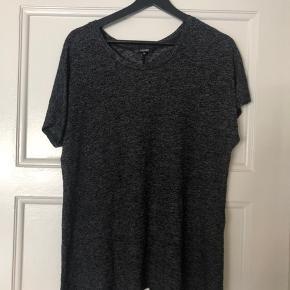 Fin trøje med slids bagpå ✨