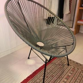Rigtig fed lænestol i grå, den har ingen tegn på slid. Den er købt i bahne for et par år siden.  Np: 1000 kr