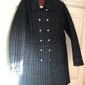 Knælang jakke