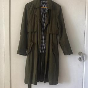 Soft green trench coat from Zara Basic. I have used it literally one time because even though it is an L size it fits better an S or M person. So it's a bit too tight for me.  Comes with the belt too.