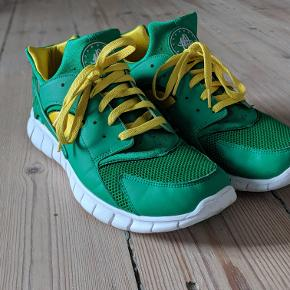 Nike Huarache Free 2012  Colorway: Court Green/White-Tour Yellow  Cond: 8/10  Str: 46  MP: 500
