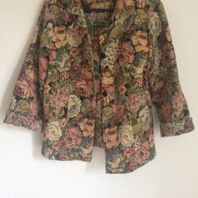Lækker jakke fra One Two, med hjemmelavede knapper.   Passer xs-s  #sundaysellout