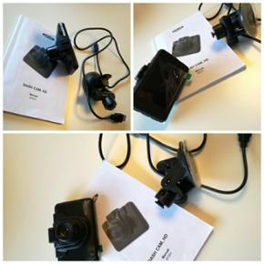Bil kamera - Ednet bil kamera   Bil kamera med automatisk start/stop, når bilen tændes og slukkes.  Den oplades med micro USB  Micro SDkort til at gemme optagelserne (medfølger ikke)   Tager både videoer og billeder  720p ooløsning   Oplader og monterings sugekop medfølger, dog gør SDkort ikke!
