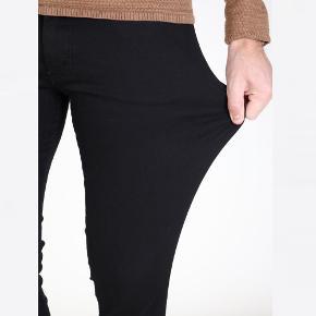 Sælger disse bukser for kæreste. Bukserne er en 33/30, og kan passes af en størrelse M/L. Bukserne er en skinny i pasform. Har ingen tegn på slid.