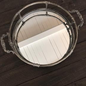 Super flot spejlfad/bakke. Uden fejl og lignende. Måler 35 cm i diameter