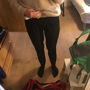 Sælger disse fede bukser, som kun har været brugt få gange. Prisen er ikke fast, så kom med et bud. Bukserne kan sendes, men på købers regning.
