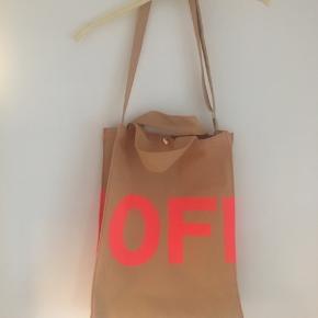 Tasken er i super fin stand - BYD gerne!