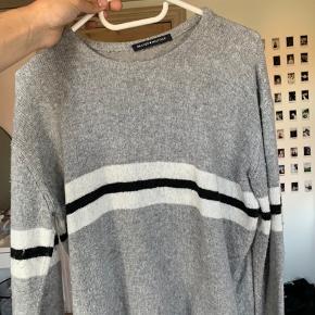 Lækker sweater købt i London  Passer alt fra xs til m